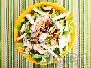 Рецепта Зелена салата с пържени пилешки жулиени от гърди, тиквички, орехи и сос от майонеза, лимон и мед